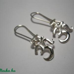 Óm jel ezüst füli , Ékszer, Fülbevaló, Ékszerkészítés, Ötvös, Óm akasztós fülbevaló.925-ös ezüstből készült ékszer., Meska