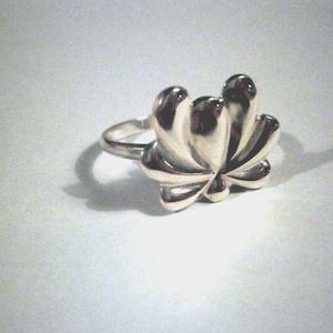 Kalocsai virág gyűrű(9), Ékszer, Gyűrű, Figurális gyűrű, Ékszerkészítés, Ötvös, A kalocsai virág kollekciómat bővítettem egy új mintával.Mérete 57-es.Medál,füli és karkötő is rende..., Meska
