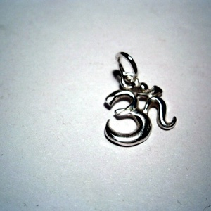 Óm medál ezüstből, Ékszer, Medál, Ékszerkészítés, Ötvös, A fülbevaló mintájából készítettem egy kis medált.Karkötőre és nyakláncra is ajánlom.925-ös ezüstből..., Meska