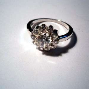 Hercegnői csillogás, Ékszer, Gyűrű, Szoliter gyűrű, Ékszerkészítés, Fehér cirkónia kövekkel foglalt ezüst gyűrű.54-es méretű.Rendelhető  más méretben is Rendelésre aran..., Meska
