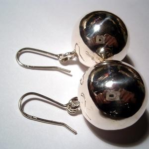 Ezüst gömb fülbevaló, Ékszer, Fülbevaló, Ékszerkészítés, 925-ös ezüstből készítettem a 20mm-es gömböket Ezüst huzalból hajlítottam az akasztót.Rendelésre kés..., Meska