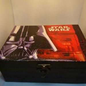 Ajándékdoboz Darth Vader, Egyéb, Decoupage, transzfer és szalvétatechnika, A Star Wars rajongóknak kiváló ajándék lehet ez a dekupázs technikával készített ajándékdoboz, melyn..., Meska