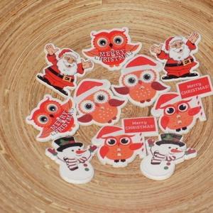 10 db-os, vegyes karácsonyi fagomb csomag, Dekorációs kellékek, Gomb, Varrás, Gomb, 10 db-os, 39-35 mm-es, 2 lyukú fagomb csomag textilekhez, scrapbookinghoz, dekorációhoz, egyéb kreat..., Meska