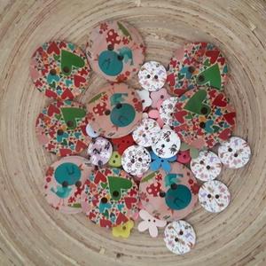 100 db-os vegyes gombcsomag 108., Gomb, Mindenmás, Varrás, 100 db-os vegyes fa-műanyag gombcsomag 10-30 mm átmérőben.Fajtánként,stílusonként 10-10 gombot tarta..., Meska