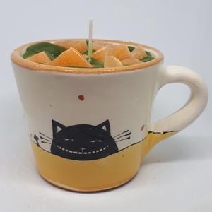 Mandarin gyertya bögrében, Otthon & lakás, Dekoráció, Lakberendezés, Gyertya, mécses, gyertyatartó, Gyertya-, mécseskészítés, Mandarin illatú gyertya, kézműves bögrébe öntve,  illatolajjal készítve. A bögre magassága 8 cm, leg..., Meska