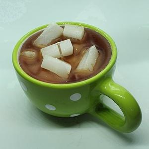 Vaníliás kávé gyertya bögrében, Gyertya & Gyertyatartó, Dekoráció, Otthon & Lakás, Gyertya-, mécseskészítés, Vaníliás kávé  illatú gyertya,zöld-fehér, pöttyös,majolika bögrébe öntve, angol illatolajjal készítv..., Meska