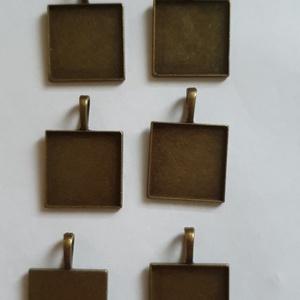 Üvegmedál alap csomag, Gyöngy, ékszerkellék, Ékszerkészítés, 6 db-os üvegmedál alap csomag, 25x25 mm-es cabochonokhoz fémből., Alkotók boltja
