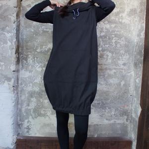Black Padme ruha - kapucnis, kenguruzsebes ujjatlan ruha, alja gumírozott, Ruha & Divat, Női ruha, Ruha, Varrás, Kényelmes szerelés, egyedi megjelenés.\n\nFelejtsd el a rutint, a megszokottat és vedd elő kísérletező..., Meska