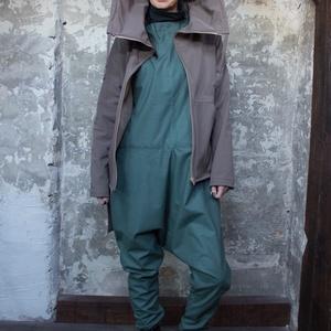 Kyran kabát - aszimmetrikus softshell kabát cipzárral, kapucnival, óriási kenguruzsebbel - vízlepergetős átmeneti kabát, Ruha & Divat, Női ruha, Kabát, Varrás, Kabátba burkolva\n\nNemcsak feltűnővé teszi a szerelésed, de melegít is. A sokoldalúan kihasználható k..., Meska