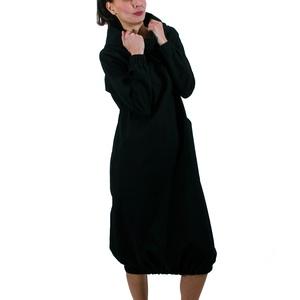 Black Long Padme - hosszú ujjas, kapucnis, kenguruzsebes ruha, alján gumírozott hosszú felső, Ruha & Divat, Női ruha, Ruha, Varrás, Dekoratív minimálprogram, ami diszkréten takar. A Black Long Padme kényelmes, egyedi megjelenést köl..., Meska
