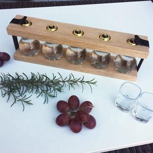 ACAI kézműves, tölgyfa pálinkatartó pálinkakínáló 5 db üveggel, Otthon & lakás, Konyhafelszerelés, Kulinária (élelmiszer), Alkoholos italok, Famegmunkálás, Tartó mérete üvegekkel: 35*12*7 cm.\nSúly (tartó + 5 db üres üveg csavaros tetővel, parafadugóval): 1..., Meska