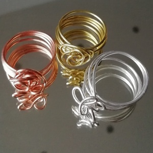 Rózsa gyűrű , Ékszer, Gyűrű, Fonódó gyűrű, Fémmegmunkálás, Három féle színben kapható ez a rózsa alakú gyűrű: sárgaréz, vörösréz és ezüst. Hozzád melyik illik ..., Meska