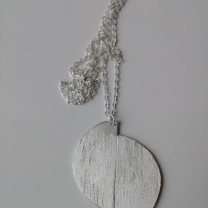 Félhold nyaklánc , Ékszer, Nyaklánc, Hosszú nyaklánc, Ékszerkészítés, Ez a két félkörből álló nyaklánc alumíniumból készült. \nAz alumínium szuper ékszeralapanyag, mert ne..., Meska