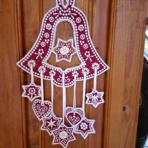 Karácsonyi ajtó dísz, Karácsonyi kopogtató, Karácsony & Mikulás, Otthon & Lakás, Varrás, Textilből készült karácsonyi ajtó dísz.\nTeljes mérete 38 cm x 30 cm\nFehér bórdó szín kombinációba ké..., Meska