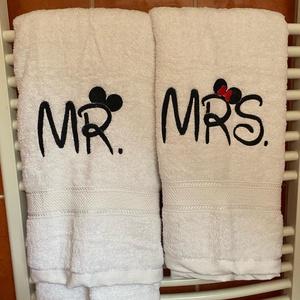 Mr és Mrs törölköző Minnis, Otthon & Lakás, Fürdőszoba, Törölköző, Hímzés, 2 db nagy méretű (70x130) törölközőt tartalmaz a szett.\nWalt Disney jellegű betűvel íródott\nFehér al..., Meska