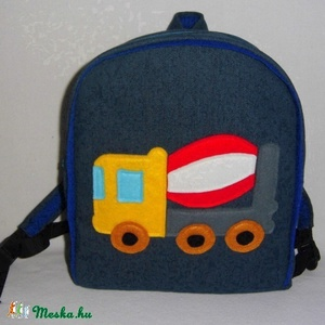 Betonkeverős hátizsák , Táska & Tok, Kishátizsák, Hátizsák, Farmer és pamut anyagból készült ez táska, az elejére az autót filcből szabtam. A jó tartás érdekébe..., Meska