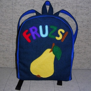 Körtés hátizsák, Ovis hátizsák, Ovis zsák & Ovis szett, Játék & Gyerek, Varrás, Farmer és pamut anyagból készült ez táska, az elejére a mintát filcből szabtam.\nA jó tartás érdekébe..., Meska