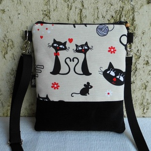 Macskás női kistáska, Vállon átvethető táska, Kézitáska & válltáska, Táska & Tok, Varrás, Sportos kis női divattáska.\n\nAlapanyaga mintás pamutvászon és fekete kordbársony.\nVlieselinnel, vate..., Meska