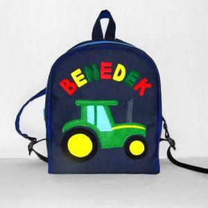 Zöld traktoros hátizsák, Táska, Divat & Szépség, Táska, Hátizsák, Gyerek & játék, Játék, Varrás, Farmer és pamut anyagból készült ez táska, elején egy zöld traktorral díszítve.\n\nA jó tartás érdekéb..., Meska