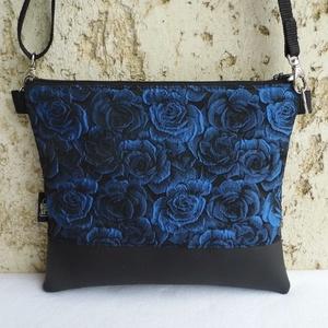 Alkalmi táska / kék, Vállon átvethető táska, Kézitáska & válltáska, Táska & Tok, Varrás, Előkelő alkalmi táska rózsákkal.\nAlapanyaga fekete textilbőr és gyönyörű brokát.\nVlieselinnel, vatel..., Meska