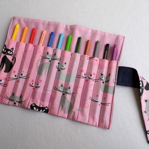 Cicás ceruzatekercs, Játék & Gyerek, Praktikus, helyes kis ceruzatekercs, amibe 12 db ceruza helyezhető el. Alapanyaga kívül sötétkék far..., Meska