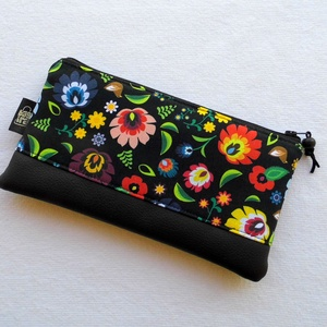 """Népi virágos tolltartó / neszesszer, Táska, Divat & Szépség, Táska, Pénztárca, tok, tárca, Pénztárca, Mobiltok, Varrás, Praktikus kis neszesszer, tolltartó, bármitartó.\nKisebb ajándék, meglepetés stílusos \""""csomagolásához..., Meska"""
