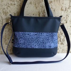 Apróvirágos női táska, Táska & Tok, Kézitáska & válltáska, Válltáska, Varrás, Elegáns, praktikus, jól pakolható, divatos női táska apró virágokkal.\n\nAlapanyaga pamut, és kék szín..., Meska