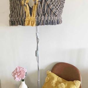 Makramé lámpa/csillár , Otthon & Lakás, Dekoráció, Falra akasztható dekor, Makramé technikával kézzel készített egyedi lámpabúra/ csillár. Alkalmazhatod egy meglévő állólámpa ..., Meska