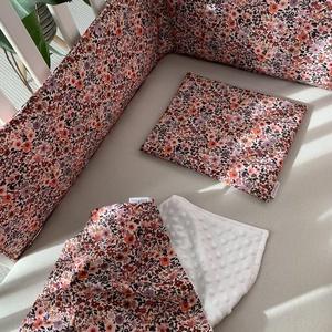 Rácsvédő, takaró, párna szett, Otthon & Lakás, Lakástextil, Ágynemű, Varrás, Csodaszép aquarell virágos mintájú szett  a kiságyba, mely tartalmaz egy lapos kispárnát, egy rácsvé..., Meska
