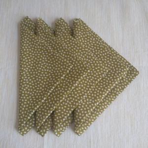 Textil szalvéta, Otthon & Lakás, Szalvéta, Konyhafelszerelés, Zöld alapon apró levelekkel mintázott szalvétáim 100% pamutvászonból készültek. Avatott anyaggal dol..., Meska