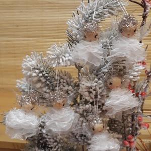 Angyalkák fehér szirmokban..., Karácsonyfadísz, Karácsony & Mikulás, Baba-és bábkészítés, Varrás, Az angyalokra nem csak karácsonykor gondolhatunk, hanem bármikor! \nKérhetjük segítségüket, megosztha..., Meska