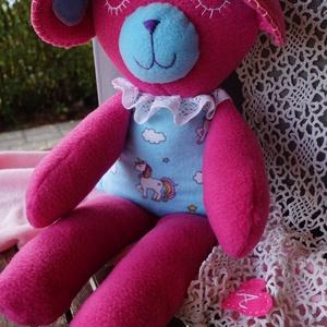 PINKY az álmos, nagyra nőtt medvebocs, Maci, Plüssállat & Játékfigura, Játék & Gyerek, Baba-és bábkészítés, PINKY egy folyton álmos, puha bundájú, nagyra megnőtt medvebocs, akit a kajla fülei egyátalán nem za..., Meska