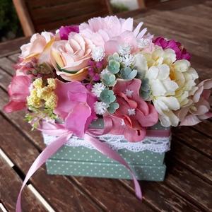 Romantikus virágdoboz pöttyösben, Otthon & Lakás, Díszdoboz, Dekoráció, Ha szereted a tartós virágokat és az azokból készült ajándékokat, akkor Neked ajánlom ezt a romantik..., Meska