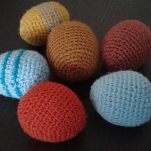 Egy kosár tojás, Dísztárgy, Dekoráció, Otthon & Lakás, Horgolás, Nagymama készítette, ajánlom szeretettel. \n\nA csomag a képen látható 6 tojást tartalmazza:\nHossz 5,5..., Meska