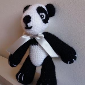 Panda mackó, Maci, Plüssállat & Játékfigura, Játék & Gyerek, Horgolás, Varrás, A \'Min Syster\' polcra elhelyezett termékeket a testvérem készítette. Ajánlom szeretettel.\nA \'min sys..., Meska