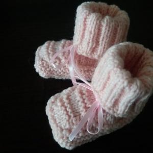 Újszülöttnek baby kispampó roze, Babacipő, Babaruha & Gyerekruha, Ruha & Divat, Varrás, Kötés, Ici-pici kis lábakra.\n\nLábfej hossz 7cm.\n, Meska