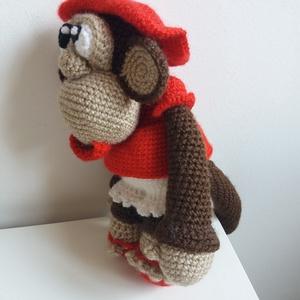 """Borcsa, Majom, Plüssállat & Játékfigura, Játék & Gyerek, Horgolás, Varrás, \""""Hej de messze majomország,\nott terem majomkenyér,\nmajomablak majomrácsán\nmajomnótát ráz a szél.\""""\n(W..., Meska"""