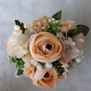 Szív alakú virágbox, Esküvő, Esküvői dekoráció, Otthon & lakás, Dekoráció, Virágkötés, Világos barack színű virágokkal raktam tele ezt a  11 x 6 cm-es szíves kartondobozt. Doboz külső rés..., Meska
