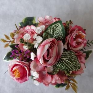 Sötét rózsaszínű rózsás virágbox, Otthon & Lakás, Asztaldísz, Dekoráció, Sötét rózsaszínű cirkás  virágokkal  raktam tele ezt a  10,5 x 7,5 x 6  cm-es téglalap alakú kartond..., Meska