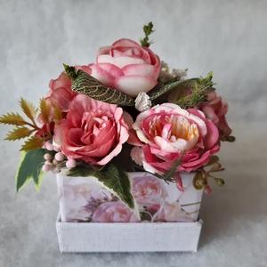 Sötét rózsaszínű rózsás virágbox (solba66) - Meska.hu
