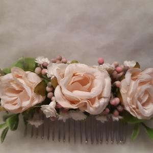 Rózsás hajfésű, Egyéb, Esküvő, Hajdísz, ruhadísz, Virágkötés, Selyemvirágok felhasználásával készült ez a hajdísz, világos rózsaszín rózsák, fehér rezgő és hamvas..., Meska