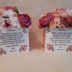 Szülőköszöntő, Esküvő, Esküvői dekoráció, Virágkötés, Bernadett kérésére készült virágboxok\n\nA virágbox négyzet alakú fa dobozba készült, mely mérete: 15x..., Meska