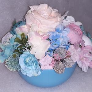 Kék mámor, Otthon & Lakás, Dekoráció, Asztaldísz, Minőségi selyemvirágból készült dekoráció kék és a rózsaszín árnyalatában. Kaspó mérete: Átmérő: 15 ..., Meska
