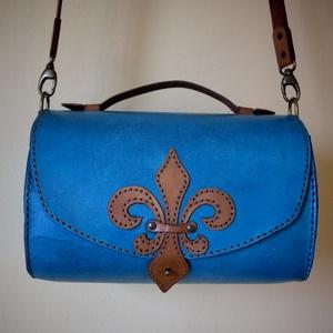 Liliom - női táska, Táska, Divat & Szépség, Táska, Válltáska, oldaltáska, Bőrművesség, Női táska vastag marhabőrből, kézzel festve és varrva. Használhatod kézitáskának, vagy válltáskának...., Meska