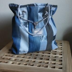 Ezüst / farmer, Táska, Válltáska, oldaltáska, Varrás, Nagyon szép farmer táskát készítettem ezüsttel kombinálva. Méretei magasság 38 cm szélesség 34 cm a..., Meska