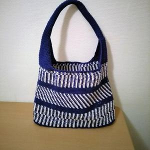 513f4b1a812c ... Kék fehér horgolt táska, Táska, Válltáska, oldaltáska, Horgolás,  Gyönyörű horgolt táskát