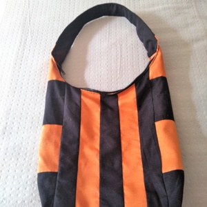 Kedves kis nyári táska, Kézitáska, Kézitáska & válltáska, Táska & Tok, Varrás, Ez egy egyszerű táska könnyű . méretei magasság 30 cm a közép részen szélesség 32 cm . fül 60 cm old..., Meska