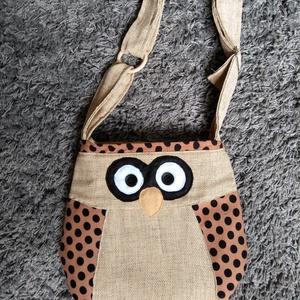 baglyos kis táska, Táska & Tok, Kézitáska & válltáska, Tarisznya, Varrás, aranyos ez a baglyos kis táska. Méretei magasság 28 cm  szélesség 30 cm  fület lehet állítani. Belse..., Meska