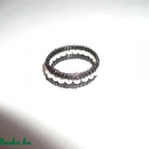 Lószőr gyűrű, gyöngyökkel, Gyöngyös gyűrű, Gyűrű, Ékszer, Csomózás, Ékszerkészítés, Lószőrből, azaz a ló farok szálaiból, csomózásos technikával készített, saját tervezésű gyűrű, feket..., Meska