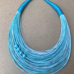 türkiz-fehér nyaklánc kerámia gyöngyökkel L3064, Ékszer, Nyaklánc, Varrás, Viaszolt pamut nyaklánc kerámia gyöngyökkel.  \n\nA nyaklánc hossza 43+5cm (legrövidebb szál).\n\nA való..., Meska